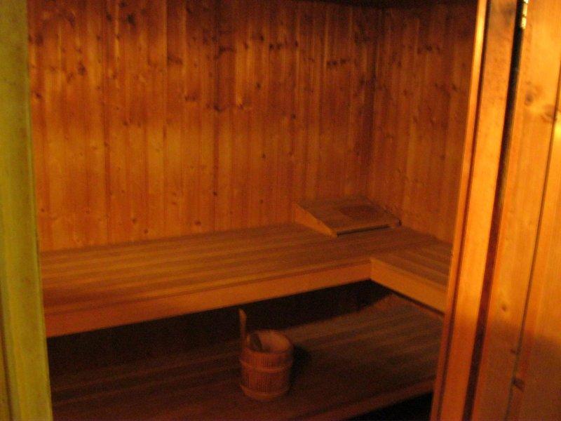 Sauna neben Fitnessraum